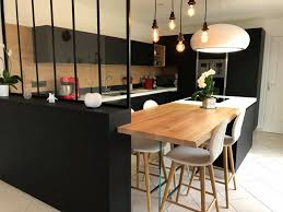 hotte ilot cuisine cuisine design avec hotte ilot lustre et verrière concernant