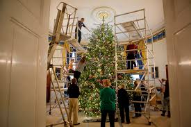 Who Decorates Model Homes File A Team Of Volunteers Decorates The Official White House