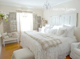 cottage bedroom cottage bedrooms pictures textural tapestry cottage style bedroom