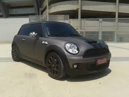 charcoal black jeep envelocar wrapped this mini cooper in avery dennison swf charcoal