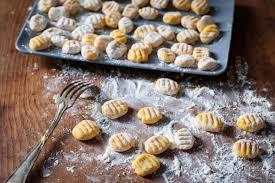 comment cuisiner les gnocchi gnocchi fondants au potimarron rôti et beurre de sauge et gato
