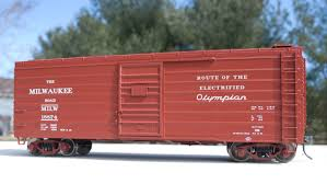 box car train weaver milwaukee road ribbed side box cars modeling the reading