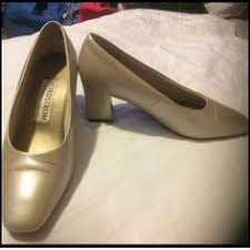 bcbg shoes condition patent leather material heels 3