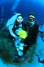 underwater wedding underwater wedding travelling monkeys marriage and the