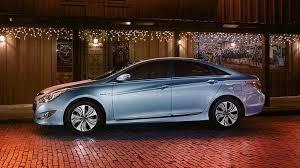 hyundai elantra vs sonata 2013 what is the difference between the 2013 hyundai sonata and 2014