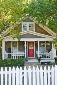 Front Porches On Colonial Homes by Best 25 Bungalow Porch Ideas On Pinterest Bungalow Exterior