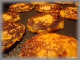 cuisiner patate douce poele macarons de patate douce à la mousse de comté pots pans