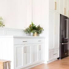 white shaker kitchen cabinets hardware white shaker cabinets gold pulls design ideas