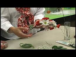 How To Make Corsages And Boutonnieres Russ On Flowers Show 25 How To Make A Corsage Youtube