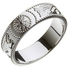 meaning of a knot ring white gold celtic knot ring claddagh meaning in gaelic claddagh