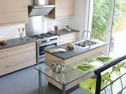 cuisine avec porte fenetre comment aménager une cuisine fonctionnelle et agréable