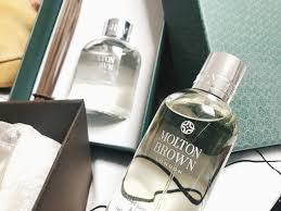 molton brown christmas 2017 a show of stars giveaway the first item to be unboxing and get rid of that cleaning product scent that rentals seem to smell of when you first move in my new apartment should smell
