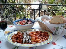 griechische küche bifteki und tzatziki kulinarischer urlaub in griechenland
