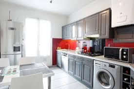 home staging et relooking d une cuisine en chêne rustique peinte en
