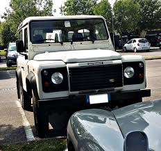 land rover defender 2015 file land rover defender 90 italy may 30th 2015 jpg wikipedia