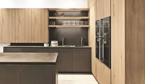 cuisine contemporaine en bois cuisine contemporaine avec ilot 13 cuisine en bois bois clair