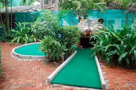 crazy golf samui fun family activity in chaweng