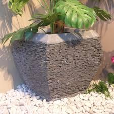 fontaine en pierre naturelle jardin éclairage fontaine jardinière mur d u0027eau galet pas