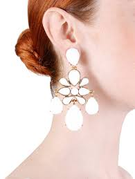 iconic earrings lyst oscar de la renta iconic chandelier earring in