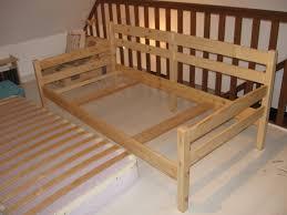 fabriquer un canapé en bois transformation d un lit en banquette