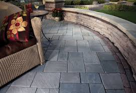 Curved Garden Wall by Rivercrest Wall Unilock