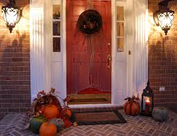 minimalist christmas decorating ideas for front porch with red