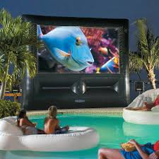 how to create an entertaining outdoor movie night picture with