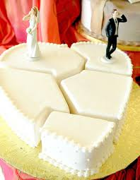 divorce cake toppers 24 hilarious divorce cakes that are even better than wedding cakes