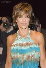 lisa rinna hair styling products lisa rinna flattering short hairstyle