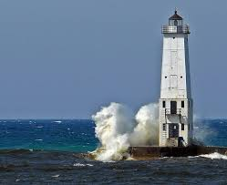power of the storm 44 ferocious waves attacking lighthouses frankfort michigan lighthouse when there s a strong wind out of the southwest dramatic things