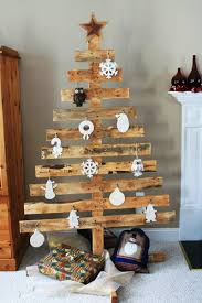 Homemade Christmas Tree by Turn A Wood Pallet Into A Christmas Tree Home Design Garden