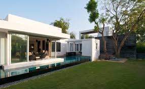 Backyard View Minimalist Dinesh Mill Bungalow In Baroda India Home Design And