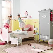 chambre a coucher des enfants shelby coucher chambre tissu tapis avec enfant deco capitonnee