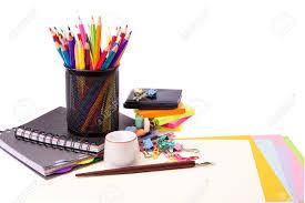 papeterie de bureau l école et de papeterie de bureau isolé sur blanc retour au concept