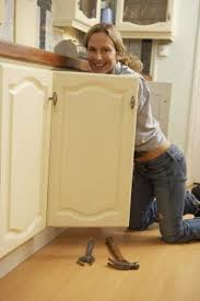 should kitchen cabinets be painted gloss or semi gloss satin vs semi gloss kitchen cabinets gloss kitchen