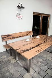 gartentisch aus altholz edelholz und obstholz für terrasse