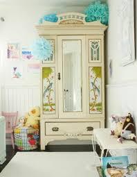 chambre à coucher ancienne 1001 idées pour relooker une armoire ancienne pour chambre a