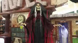 when is spirit halloween open
