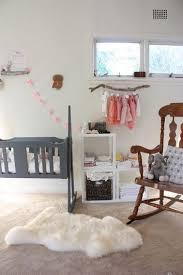 chambre bébé pratique sobriete et simplicite dans cette chambre bebe fille tout en douceur