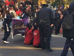 dreamers stage protest during macy s thanksgiving day parade abc