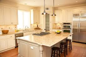 traditional kitchen with breakfast bar by home stratosphere