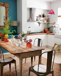 chaises cuisines table en bois et chaises en tolix pour une cuisine rétro déco