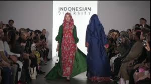 Vivi Zubedi New vivi zubedi diversity new york fashion week