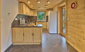 cuisine entierement equipee le sacavagne appartement meublã de personnes ã bonneval sur arc