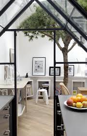 cuisine dans loft une cuisine dans cabane d intérieur green houses parisians and