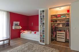 begehbarer kleiderschrank jugendzimmer begehbarer kleiderschrank mit innenlicht im mädchenzimmer auf zu