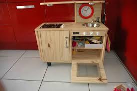 cuisine en bois pour fille une cuisine pour ma puce cuisine potager en carré et bricolage