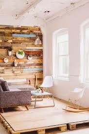 mit paletten wohnideen palettenmöbel wandregal natur woody paletten design auf