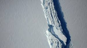 one of the icebergs weighing trillion tonne breaks