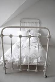 Antique White Metal Bed Frame White Metal Bed Frame 8fq2313q Prospect Ridge Pinterest
